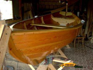 lakierowanie łodzi drewnianej